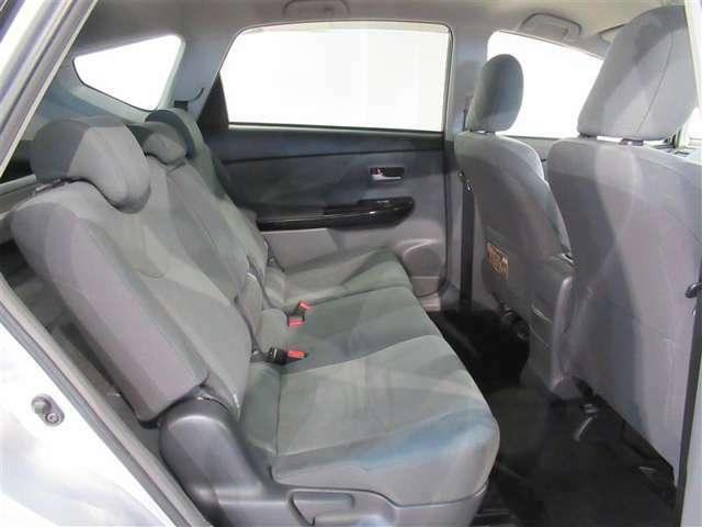 後席シートもゆったり快適です。