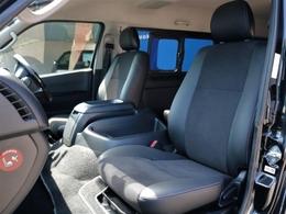 ダークプライム特別仕様車専用装備のハーフレザーシートです。そのままハーフレザーシートを生かすのも、シートカバーを装着してお好みのシートにカスタマイズも可能です♪