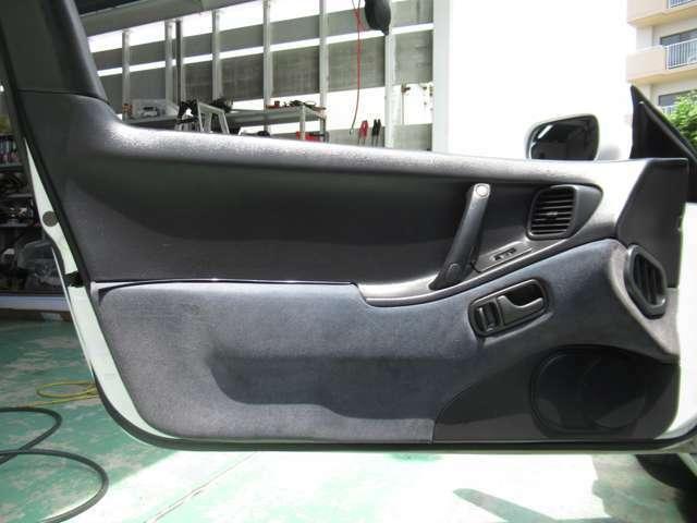 助手席内張り!運転席同様、とてもキレイです♪