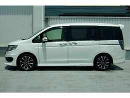 """サイドシルエット。 Hondaがずっとこだわってきたことは、""""メカのスペースをコンパクトに、人と暮らしのためのスペースを、1ミリメートルでも広く。""""HONDAのクルマは車内広々設計!!"""