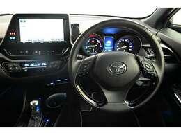 各操作スイッチなども使いやすい位置に配置されています! ナビ画面も運転席側に向いています☆