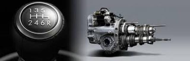 トランスミッションオイル交換(純正粘度相当を使用) ミッションオイルの一般的な交換目安は、走行距離2万~3万キロ程度と言われています。ギアの入りや燃費を左右する重要な油脂です。