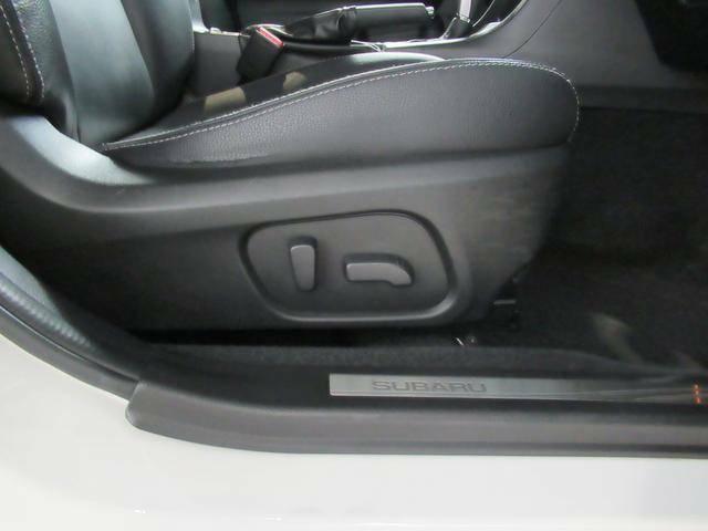こちらがシート操作部です。背面と座面にスイッチが分かれていて、感覚的に操作することができます。