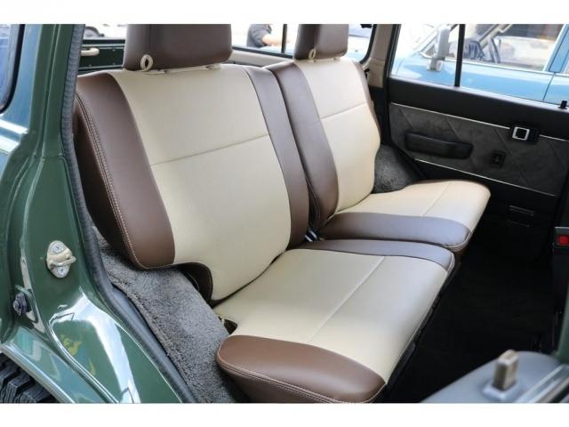セカンドシートには、大人2人がゆったり座れるシート設計になります!長時間の移動でも快適に過ごせますよ~!