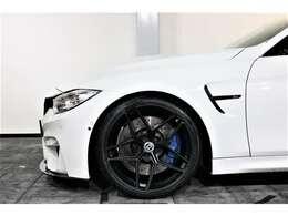 ホイールは、HRE FF11 20inch新品を装着。タイヤも新品を装着致しました。Mスポーツブレーキ装備。