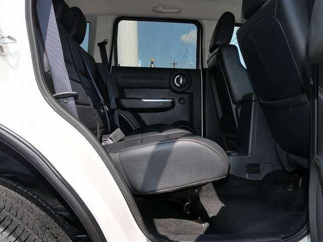 ★ナイトロの後部座席は足元が意外と広く大人でもゆったり座れます♪