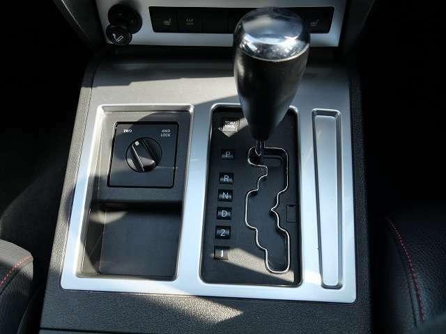 ★パートタイムの4WDですのでステアリングは軽くて快適です♪