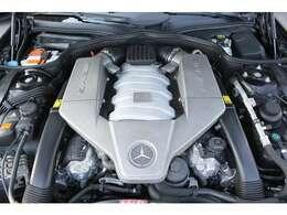 ■出力525ps(カタログ値)■トルク64.0kg(カタログ値)■V型8気筒DOHC■排気量6208cc■燃費4.7km(10.15モード)■エンジンルームも綺麗に磨かれており、エンジン下のオイル漏れも御座いません。■