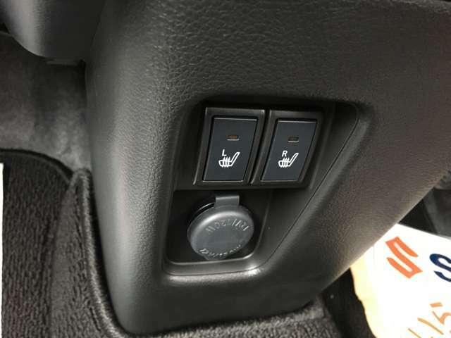 運転席・助手席にはシートヒーターが装備されて暖かポカポカです!助手席からでも運転席の移動がスムーズに出来て快適です!