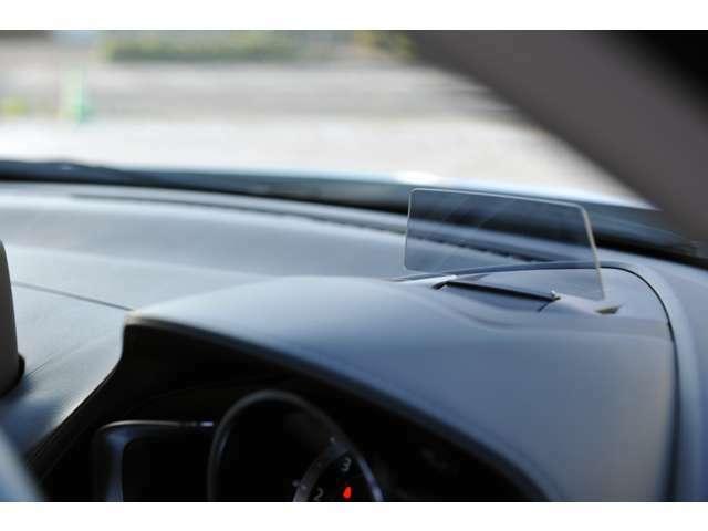 ブラインドスポットモニターには、走行速度等の情報が表示されます。