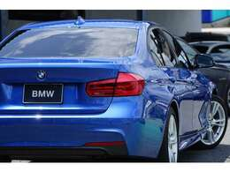 発色も良く見ても乗ってもワクワクするエストリルブルーメタリックです。BMWらしいボディカラーをぜひお楽しみください。程度重視で仕入れをしています。自信をもってお勧め出来る1台です。