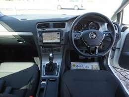 こちらはドライバー目線の画像です。是非、ご来店いただき実際に座ってみてください。運転している感覚がつかめるかと思います。