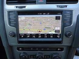 タッチパネルの純正ナビゲーション「ディスカバープロ」。フルセグTV、CD、DVD、SDカード、Bluetooth、App-Connectなどの機能を搭載しています。