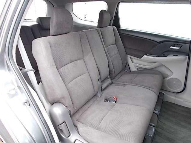2列目シートもゆったり快適に座っていただけますので、後部座席にお乗りの方も楽しくドライブに参加していただけますよ。もちろんチャイルドシートの取り付けにも対応します!