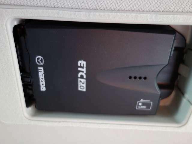 DVDやフルセグTVも見れるSDナビ付き♪バックカメラも付いていますので駐車が苦手な方でも安心です!