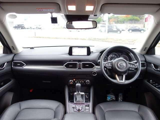 インパネ画像です。ガラスが大きく広い視界が確保されているのですごく運転しやすいです。