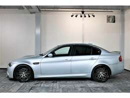 BMW M3は、歴代続く2ドアクーペボディと、最大5人の乗員への対応と後席への快適な乗り降りを実現する4ドアセダンの2タイプ