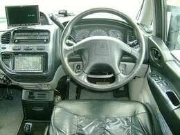 社外HDDナビ&DVDビデオ&CD&バックモニター&ETC♪パートタイム4WD♪3列シート&8人乗り♪キーレス♪