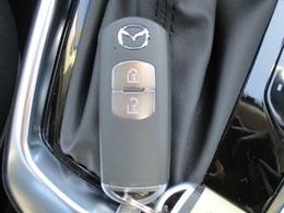 ■アドバンストキーレスエントリーシステムアドバンストキーを携帯しているだけですべてのドアとリアゲートの施錠、解錠、エンジンプッシュスタートができてとても便利です!