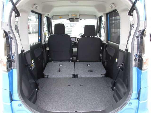 独立しているので荷物に応じて変更ができます。後部座席もスライドして調整が出来ます。