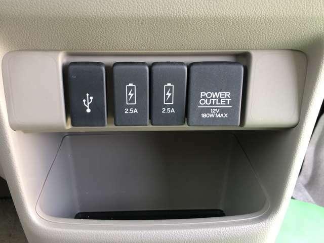 アクセサリーソケットの他、USB電源も付いてます☆