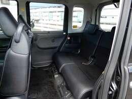 特に後部座席足元は広々です!室内高さも十分なので本当に広い空間でお使い頂けます☆