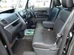 運転席にシートヒーター付きで贅沢な軽自動車ですね?!