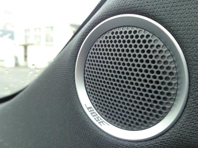 BOSEオーディオシステム装備です!走行中のエンジンやロードノイズで聞こえにくくなる音域をBOSEが補正して、快適な音響空間を提供します!