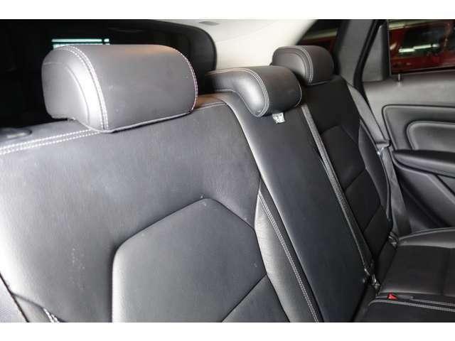 ☆後部座席に大人の方が乗車しても広々とした空間となっております☆