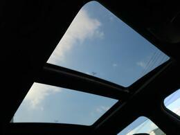 ●サンルーフ『高級車の代名詞!開放的なドライブをお楽しみください♪』