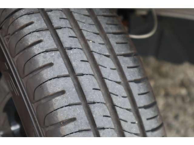 タイヤの溝は十分残っております。