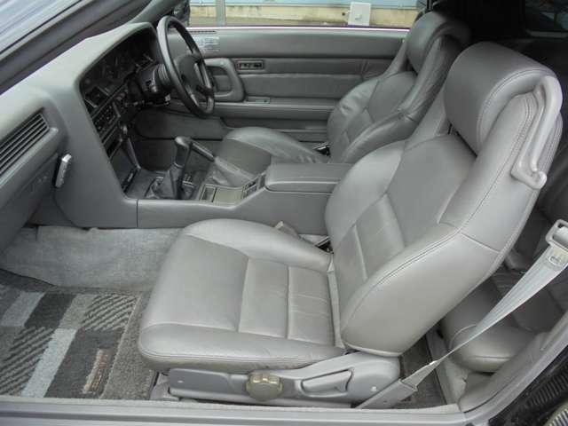 助手席側も使用感少なく綺麗です!! 同乗者の方にも気持ちよく乗っていただけます!!