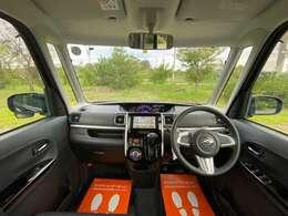 軽自動車とは思えない広さです!大きなフロントガラスで視界も良好です!
