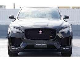 エクステリアデザインは、スポーツカーの「F-TYPE」にインスパイアされています。