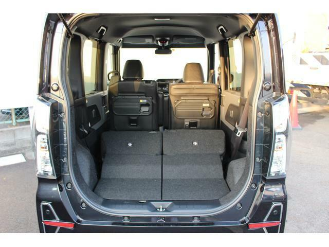 リヤシートを両方倒すと、広々としたラゲージスペースに早変わり☆大きな荷物や長さのあるものもラクラク積み込めます♪