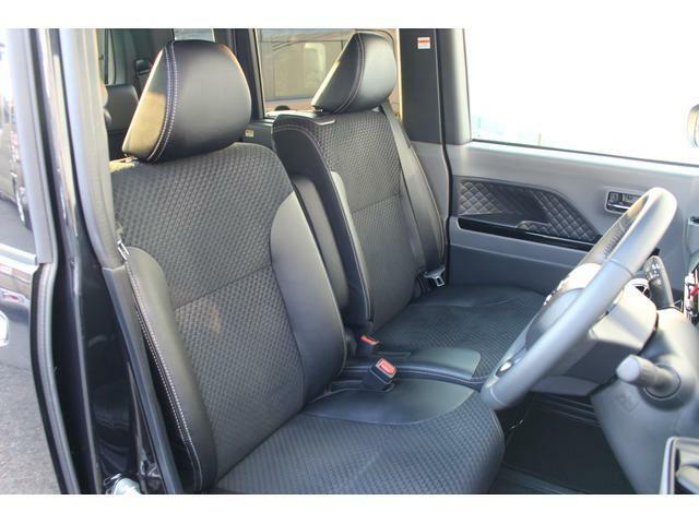 ソフトレザー調のシートがあしらわれた高級感のある内装です☆座面が広くゆったり座れるベンチシートなので、運転も快適です♪座席の横移動もスムーズにできます!