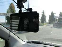 話題のドライブレコーダーも付いてます
