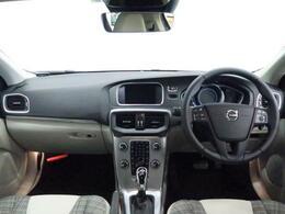R1年式V40T3 タックエディションがご入庫致しました。外装は人気のデニムブルーメタリックでございます。純正ナビやリアビューカメラなど付いており装備充実!ボルボが世界に誇る安全装置も充実した一台です