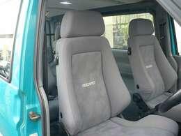 特徴的なのはレカロLシリーズを4脚装備してあります。運転席には多少スポンジの分解がありますが、乗客4人が快適に移動できる車両です。
