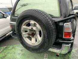 背面タイヤ