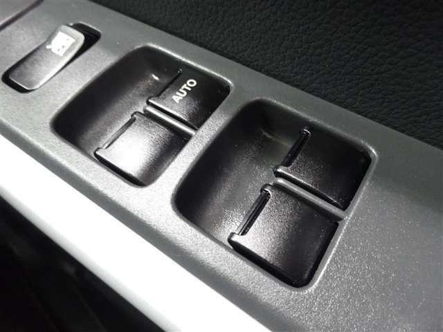 運転席はオートパワーウィンドウ☆窓の全閉全開が自動で出来るので便利ですよ♪