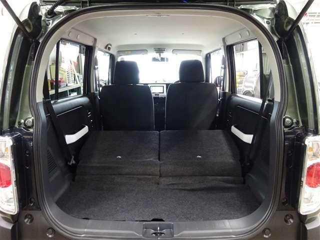 セカンドシートを両方倒せば大きな荷物も車載可能です♪