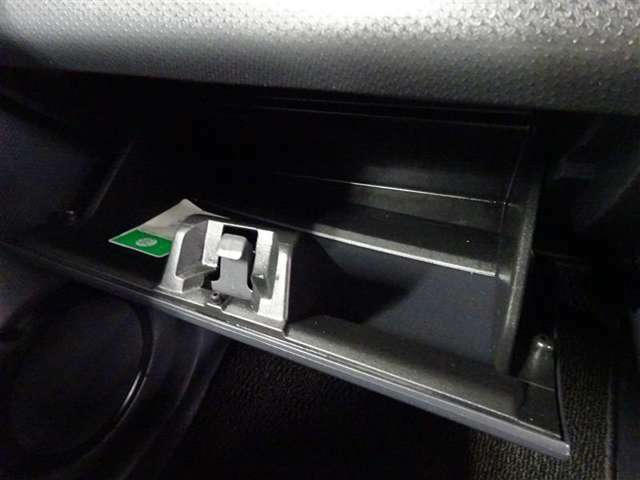 助手席側のインパネにも収納場所確保☆車検証や取扱い説明書を収納できます♪