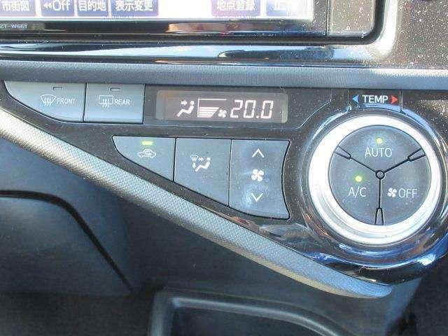 電動インバーターコンプレッサー採用のオートエアコン。エンジン停止時でもエアコンを効かせることが可能です