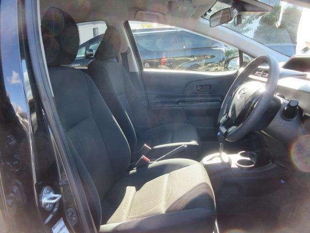 コンパクトボディながら心地いい室内空間  ゆったりサイズのフロントシート。