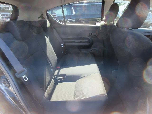 シート座面を長くし、ゆとりある着座姿勢が保てるよう配慮した くつろげるリヤシート