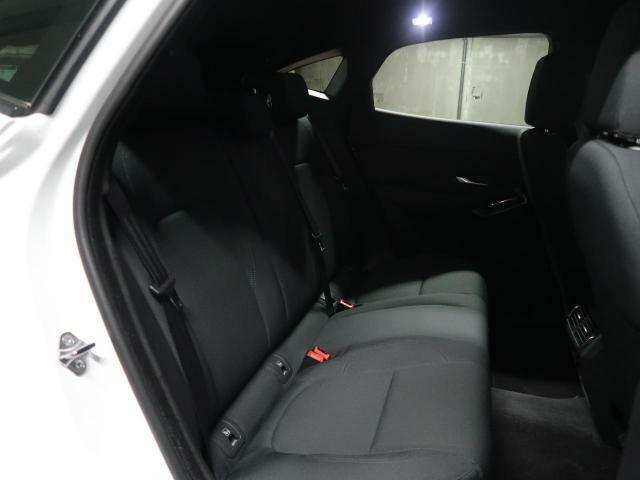 ◆後部座席【後部座席は見た目以上に広々としております。E-PACEは座面が広くしっかりと作られておりますので長距離ドライブでもご安心ください。】