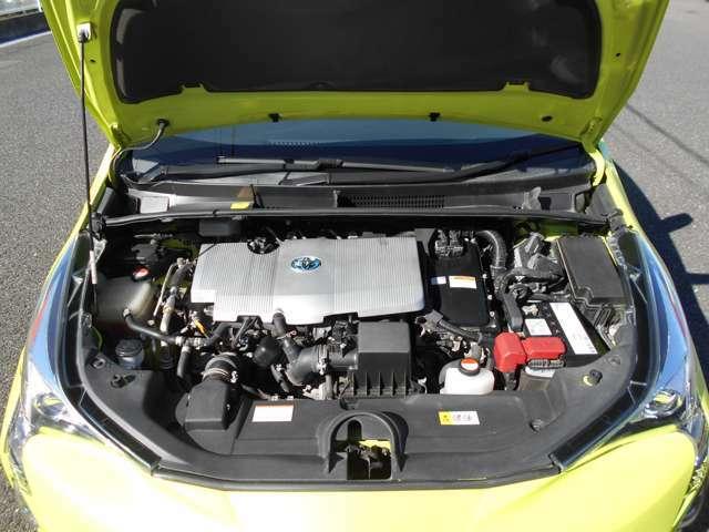エンジン型式2ZR-FXE 水冷直列4気筒DOHC+モーター
