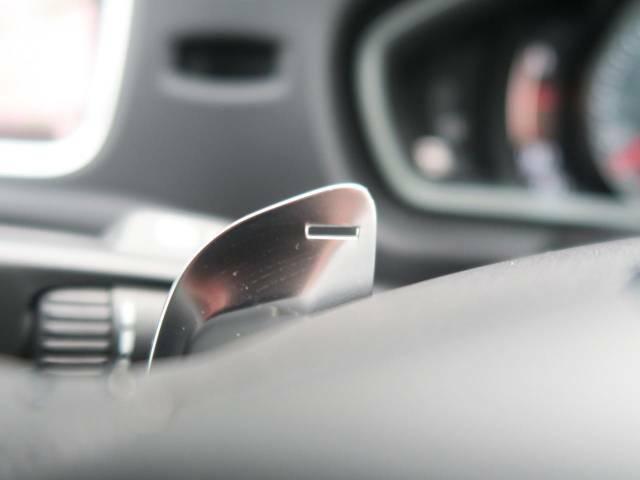 ◆ステアリングパドルシフト『ステアリング裏に備え付けられたパドルによりシフトチェンジを意のままに。スポーティな走りをお求めの方へ。』