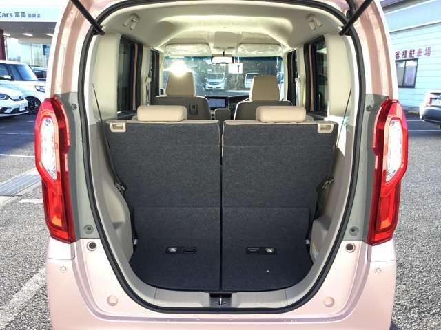 4人乗車時でもこれだけの荷室スペースが確保できます。